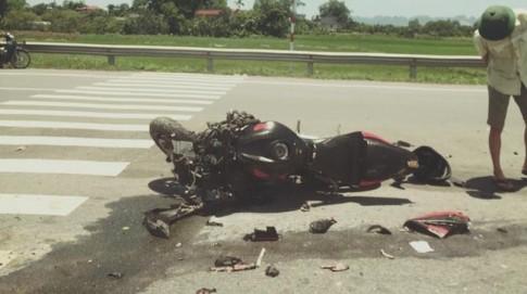 Honda CBR va cham voi xe tai tai Ha Nam khien mot biker nhap vien