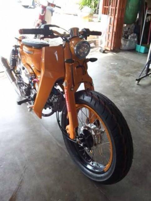 Honda Cub duong pho len san