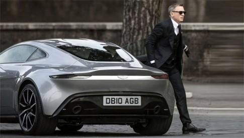 James Bond lai xe la trong phim moi