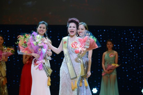 Le Thanh Thuy dang quang Hoa hau Doanh nhan nguoi Viet chau A.