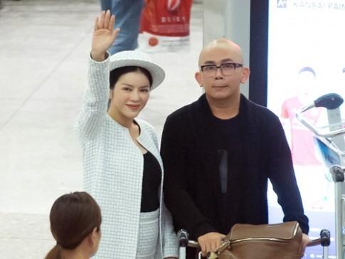 Ly Nha Ky mac kin bung, cui dau chao fan tai san bay