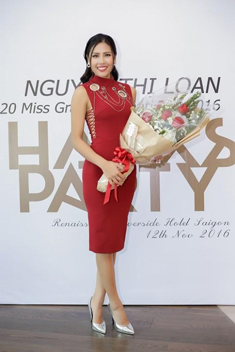 Mai Ngo xinh dep bat ngo khi den chuc mung Nguyen Thi Loan