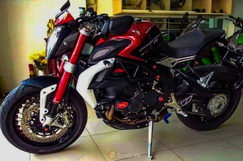 MV Agusta Brutale 800 Dragster RR do cuc chat tai Sai Gon