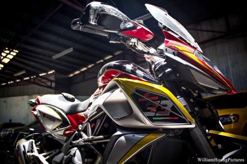 MV Agusta Stradale 800 trong ban do day me hoac cua biker Sai Gon