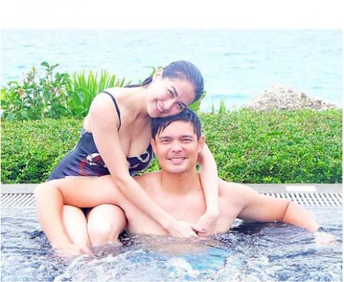 Mỹ nhân đẹp nhất Philippines khoe thân hình gợi cảm bên chồng