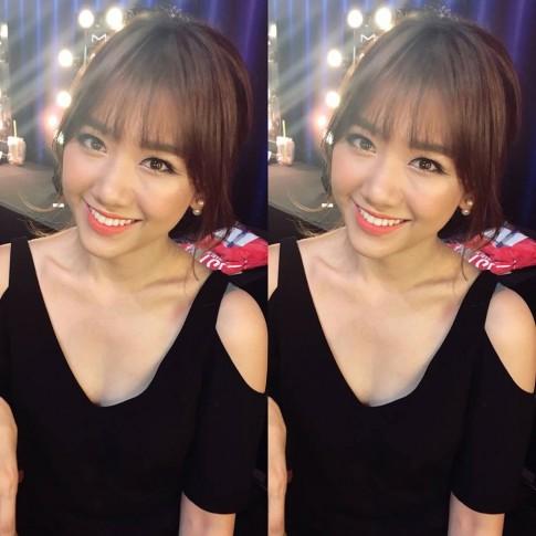 Ngam hoai khong chan lop nen trong suot cua Hari Won