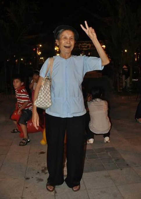 Những cụ bà Việt Nam sành điệu đang sốt rần rần trên mạng xã hội