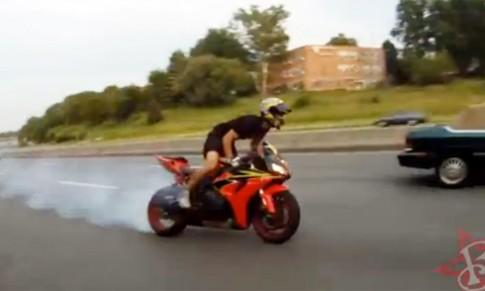 Quang superbike vao bui ram ngay sau tai nan