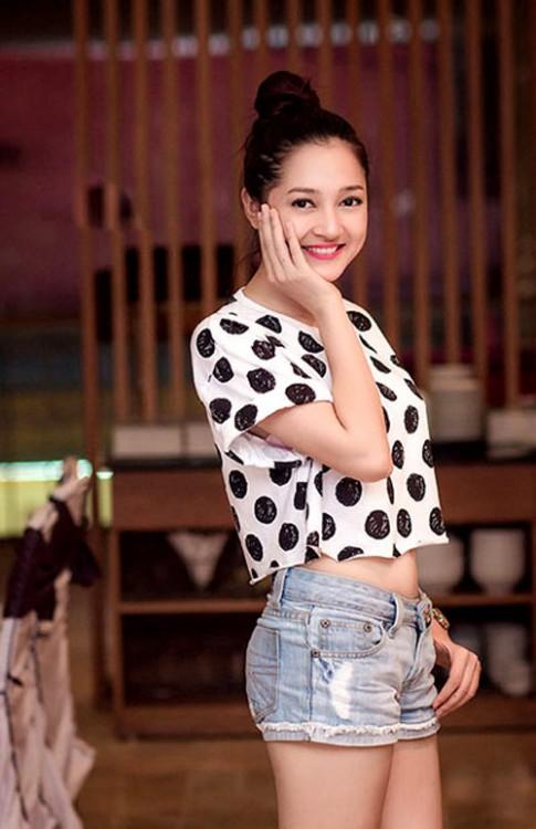 Sao Việt và những mẫu áo lửng dễ mặc