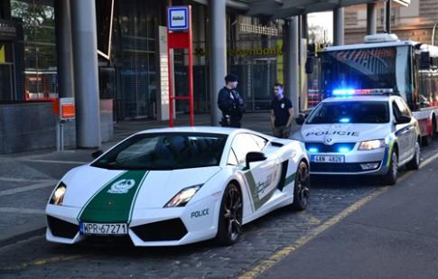 Sieu xe canh sat Dubai bi bat o chau Au?