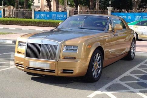 Sinh vien Dubai khoe sieu xe