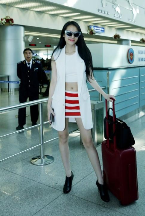 Thái Hà sành điệu với áo khoác gile dài