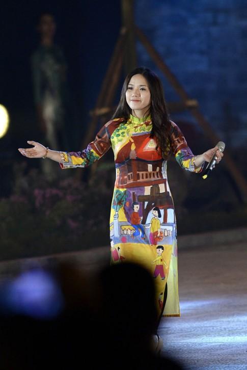 Thuy Chi xuat hien la lam sau nghi an dao keo