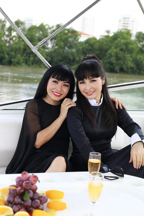 Trang Nhung ru Phuong Thanh thu gian du thuyen 5 sao