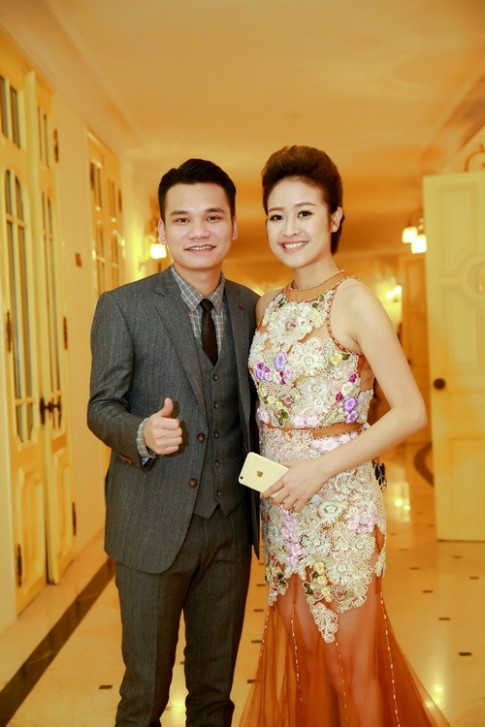 Vay ao xuyen thau goi cam cua MC VTV Phi Thuy Linh