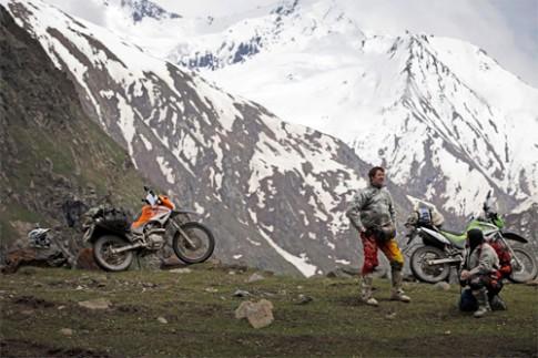Vuot 4.500 km bang xe may tren day Himalaya