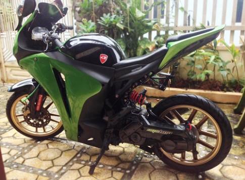 Yamaha Nouvo do ao CBR1000RR cua sinh vien Viet