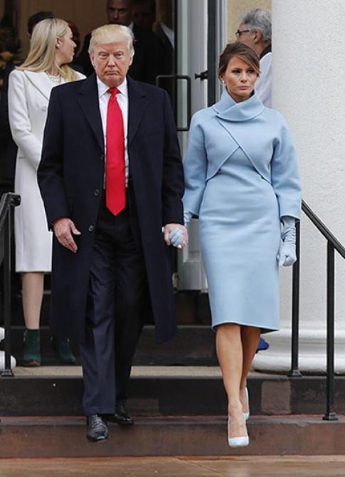 Ralph Lauren bi keu goi tay chay vi thiet ke vay cho vo Donald Trump