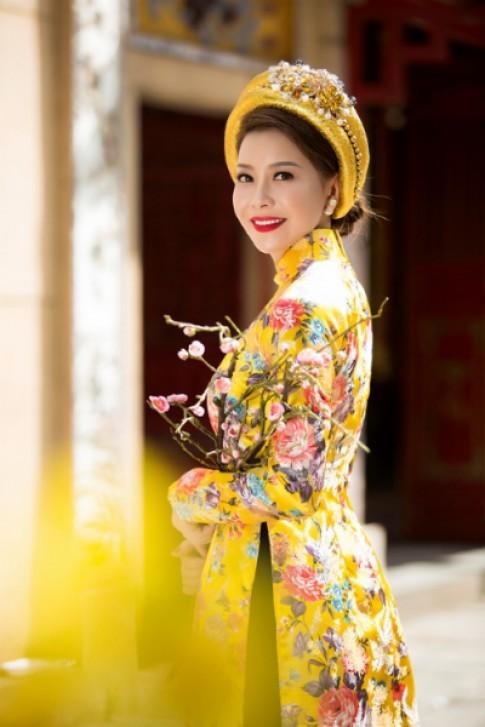 Hoa hậu Hải Dương đẹp kiều diễm với áo dài truyền thống