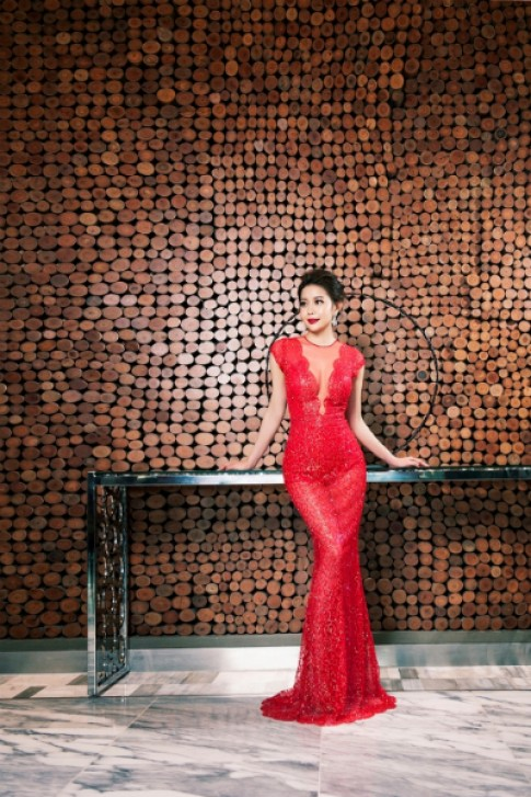 Hoa hậu Hải Dương quyến rũ với đầm dạ hội