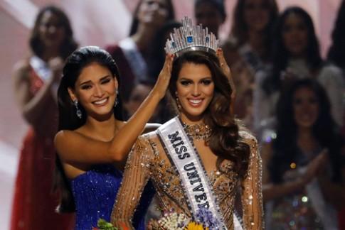 Hoa hậu Hoàn vũ 2016 mặc đầm 10.000 USD của Hoàng Hải khi đăng quang