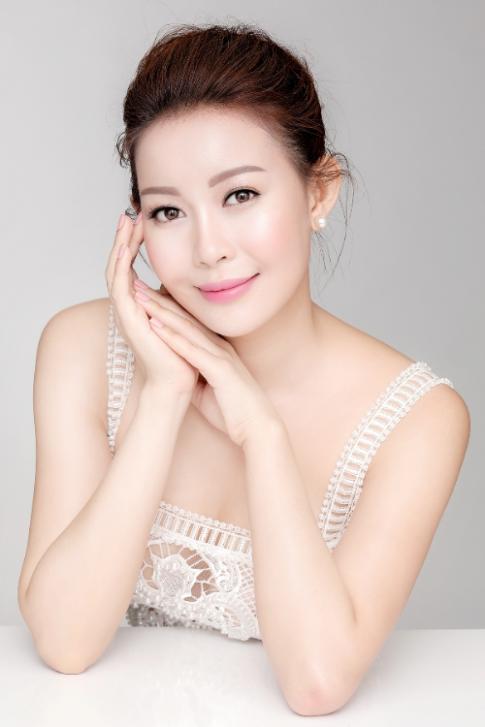 Net tinh khoi cua Hoa hau Hai Duong trong sac trang