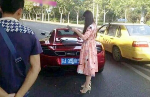 Nu tai xe Trung Quoc lam mop suon sieu xe McLaren