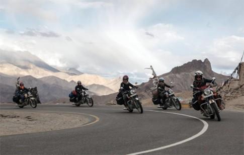 5 co gai Phap phuot Himalaya bang moto 500 phan khoi