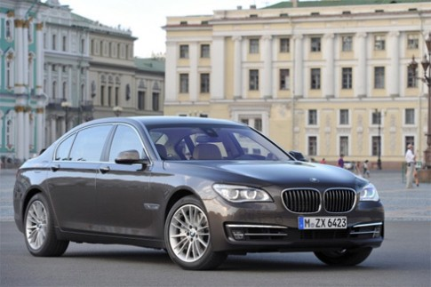 BMW serie 7 doi 2013 gia tu 74.200 USD