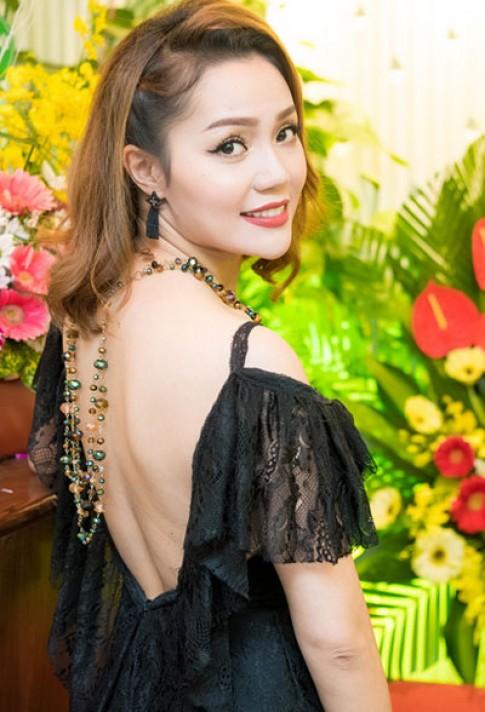 Diem Huong, Ngoc Anh trang diem dep voi moi do sac net