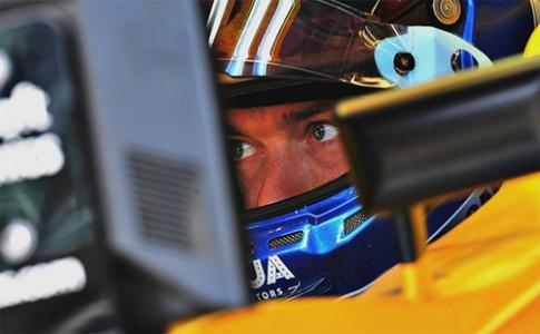 Đôi mắt của tay đua vẫn có thể liếc qua bảng dữ kiện trên xe với 0,1 giây
