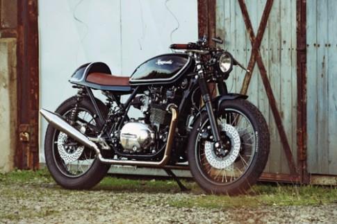 Kawasaki Z750 cafe racer - cam hung nguoi dung dau