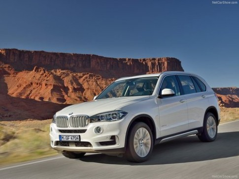 BMW X5 the he moi gia tu 54.000 USD
