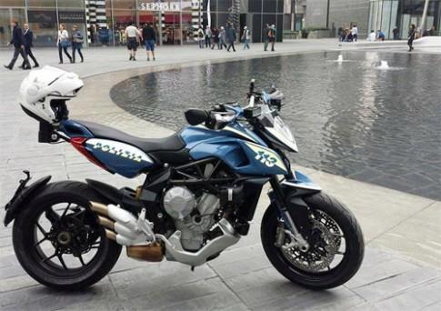Canh sat Milan dung MV Agusta Rivale 800
