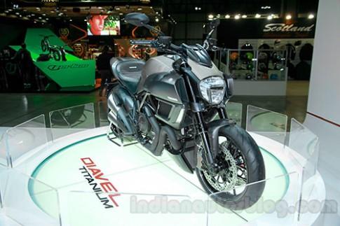 Ducati Diavel Titanium - quy ong lich lam