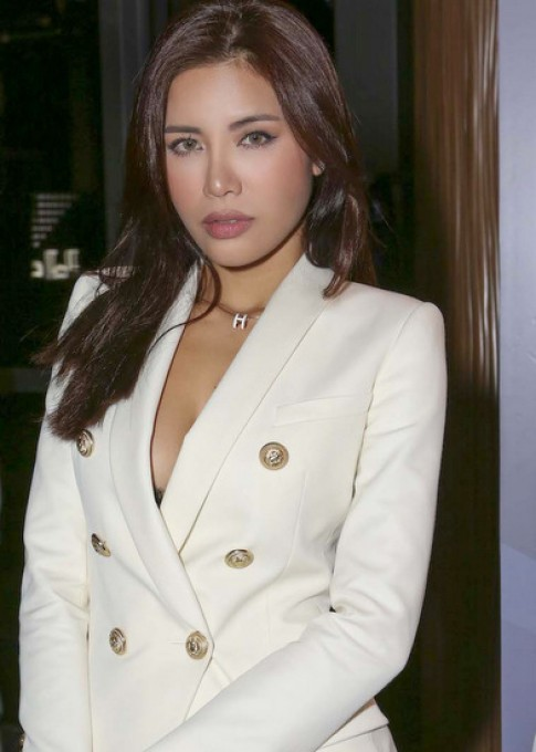 Minh Tu hoi ngo dan thi sinh Asia's Next Top Model