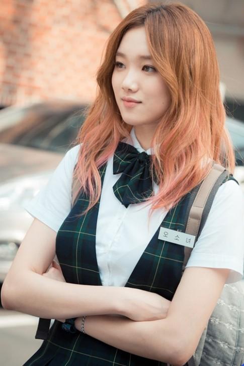 Muôn kiểu tóc rẽ ngôi giữa đẹp đang được mỹ nhân Hàn lăng xê 2017