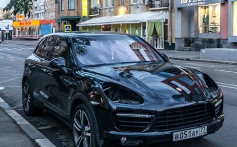 Nạn trộm đèn pha xe Porsche ở Nga