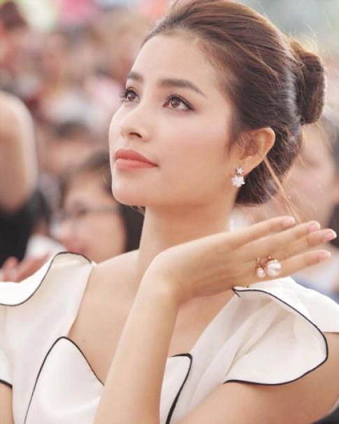Phạm Hương trang điểm đẹp với phong cách Hàn Quốc