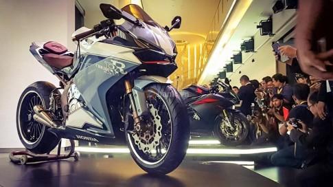 [Clip] Can canh 2 ban do chinh hang cua Honda CBR250RR 2017