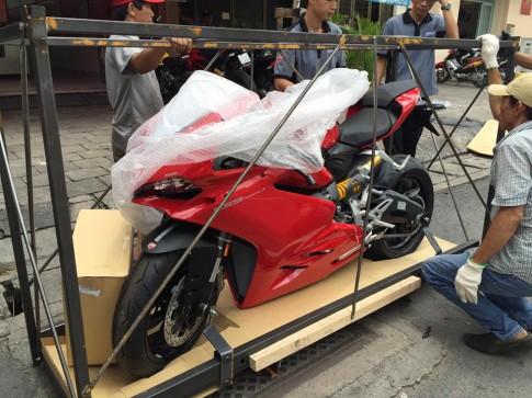 Dap thung chiec Ducati 959 Panigale dau tien tai Sai Gon