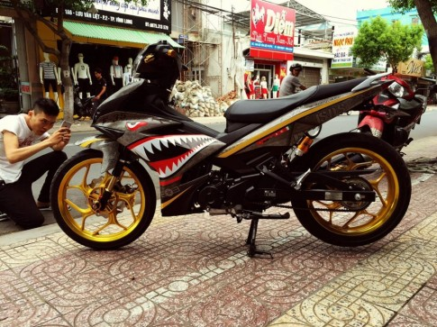 Exciter 150 cuc ngau voi dan ao Ca Map sat .