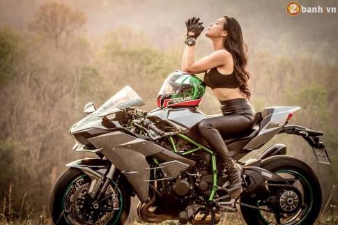 Kawasaki Ninja H2 hầm hố đọ dáng cùng nữ biker xinh đẹp