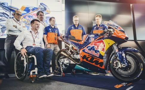 KTM chính thức ra mắt RC16 - chuẩn bị cho giải đua MotoGP 2017
