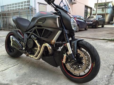 Quai thu Ducati Diavel Carbon trong ban do day an tuong cua nguoi Thai