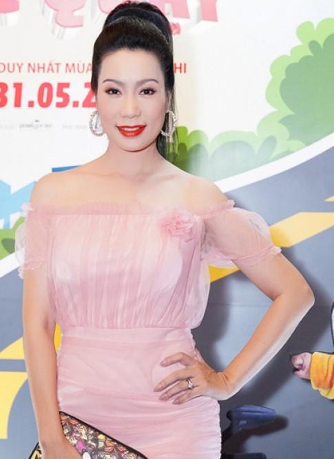 Trịnh Kim Chi diện đầm voan hở vai trần