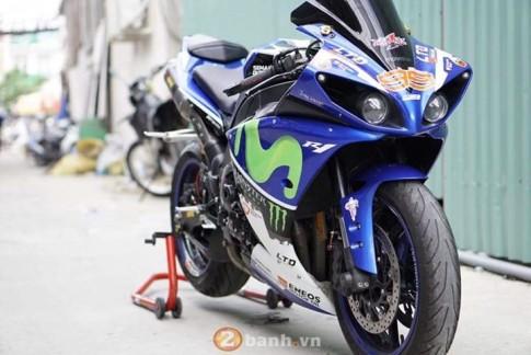Yamaha R1 2011 lung linh trong bộ cánh Movistar