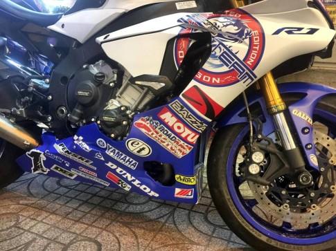 Yamaha R1 long lay voi bo ao dau cung dan po hang hieu