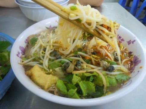 10 mon duong pho 'phai an' o Ha Noi