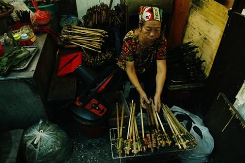 Ba món nhất định phải thử ở ngõ chợ Đồng Xuân